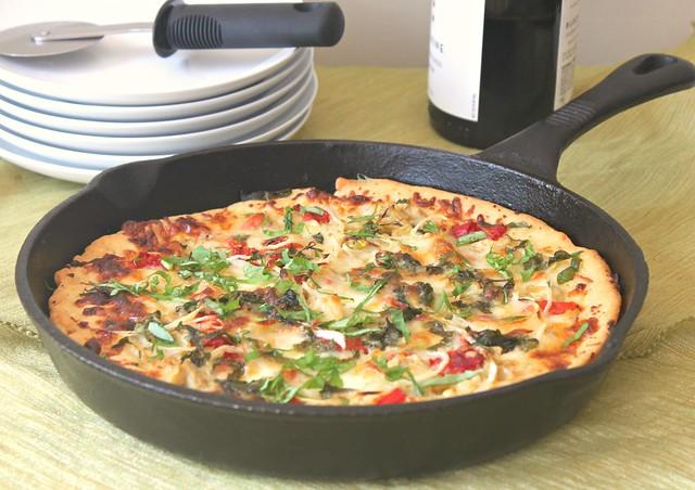 Garden skillet pizza
