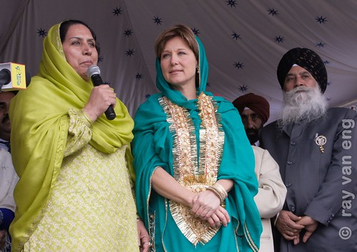 BC Premier Christy Clark feierte Vaisakhi Day 2103 und stellte Liberal Kandidaten in South Asian Veranstaltung von BC Election 2013 Main & 50th Ave in Vancouver Süd