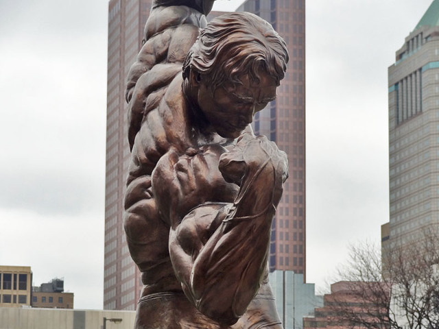 arnold-statue-face
