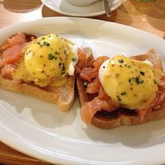meal, lunch, breakfast, brunch, bruschetta, meat, food, full breakfast, dish, eggs benedict, cuisine,
