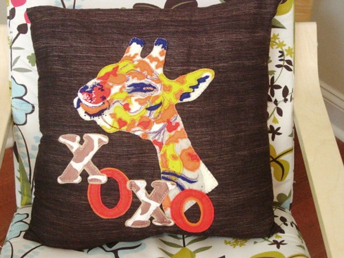 Pop Art Kissing Giraffe Throw Pillow