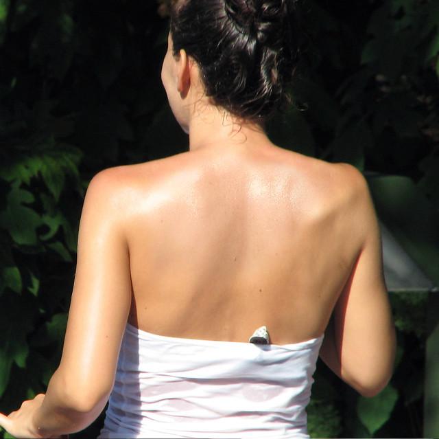 3 Easy Ways to Dress With No Bra - wikiHow