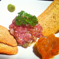 meal(0.0), vegetarian food(0.0), produce(0.0), breakfast(1.0), meat(1.0), steak tartare(1.0), food(1.0), dish(1.0), cuisine(1.0),