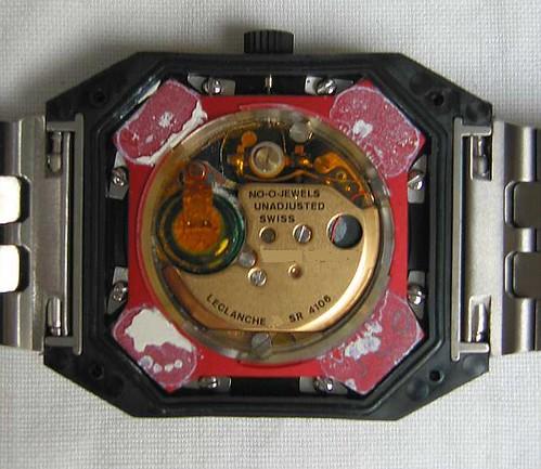 4f8b10a1d2b O estoque foi vendido para uma outra empresa. Qual foi a solução que o novo  fabricante deu para o relógio