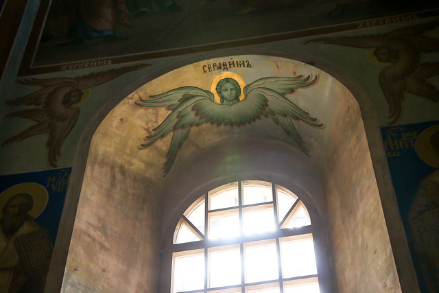Window in Cathedral of the Nativity, Suzdal スズダリ、ラジヂェストヴェンスキー聖堂の窓と天使