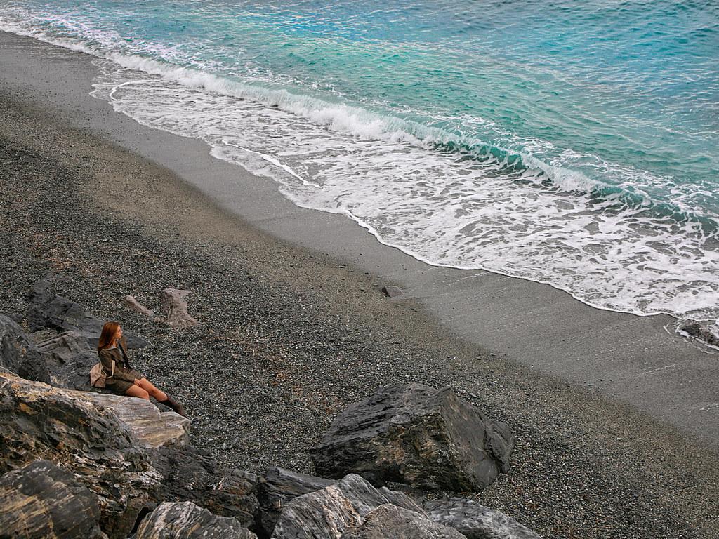 Miki guarda il mare