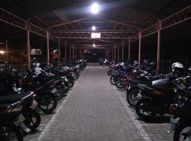 Oppo Find 5 - Foto pada malam hari di luar ruangan dengan cahaya cukup