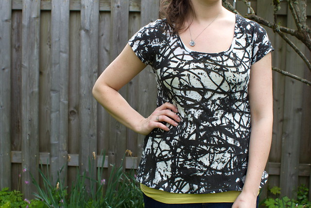 15 Fabulous and Easy Tops to Sew featured by top US sewing blog, Flamingo Toes: scoop top pattern & tutorial