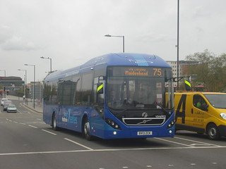 First Berkshire VSH69922 on Route 75, Slough