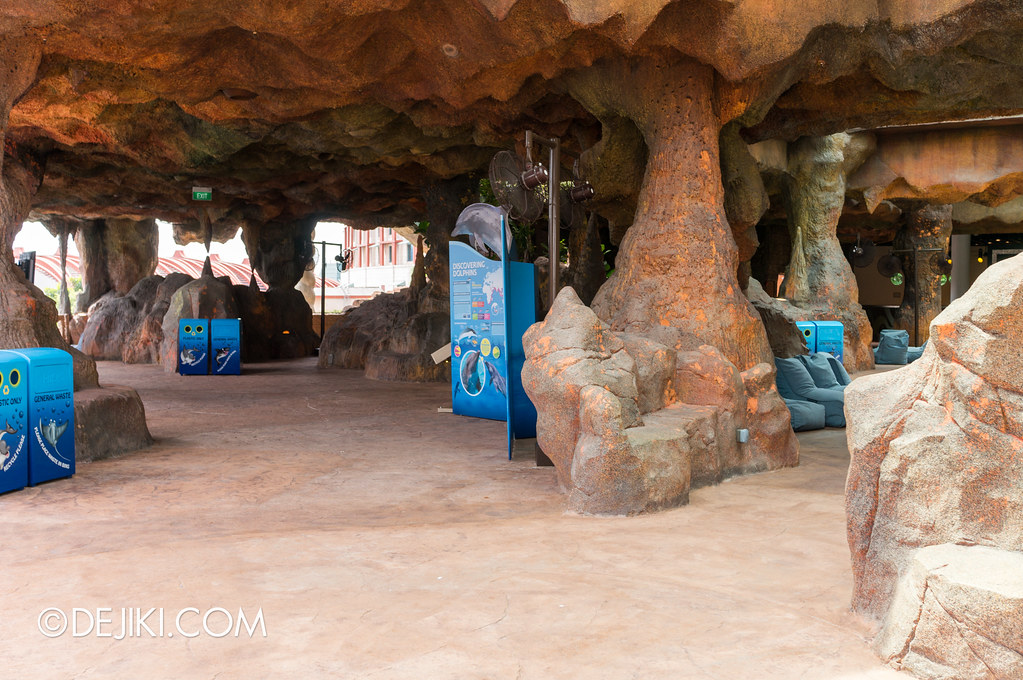 Marine Life Park Singapore - Adventure Cove Waterpark - Inside the Grotto 3