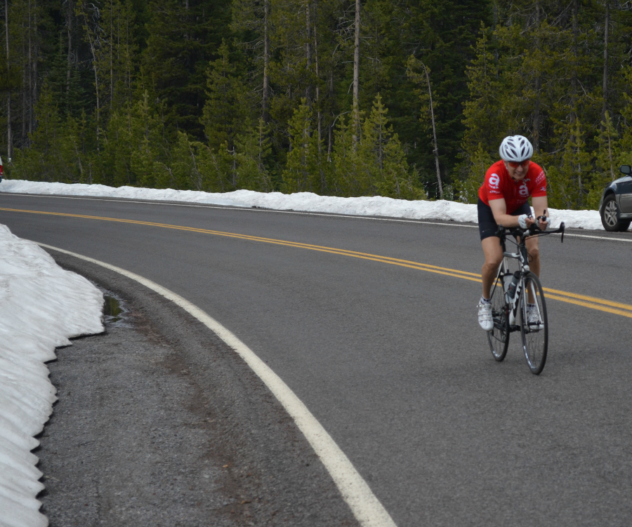 DSC_0469_bicyclist_red_shirt