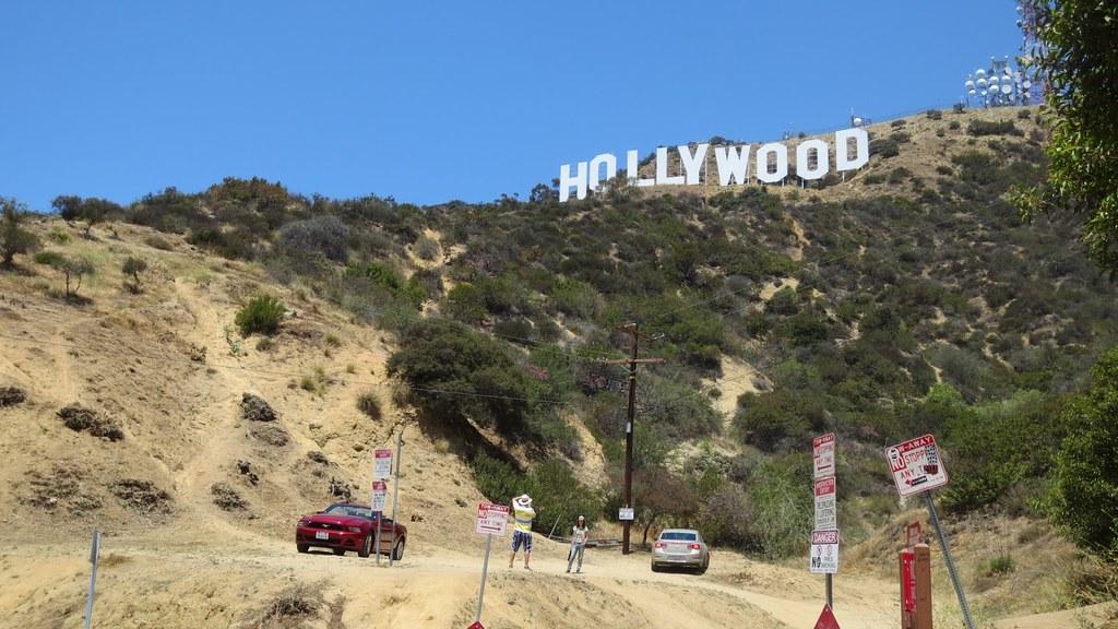 Beachwood Hollywood Sign Tourists 1