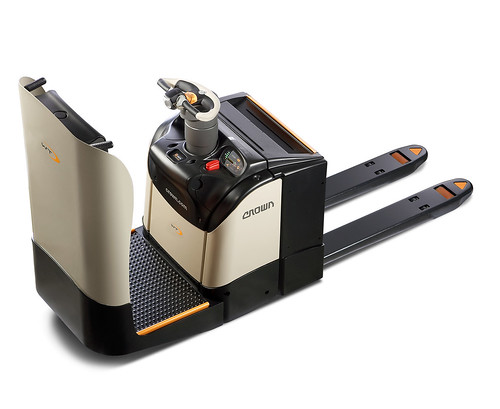 Crown's WT 3040 Pallet Truck: IMHX Design for Safety Award Winner 2013