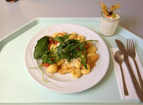 Gnocchi mit gedünsteten Kirschtomaten & Rucola / Gnocchi with steamed cherry tomatoes & rucola