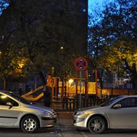 Vehículos mal aparcados en Divino Redentor