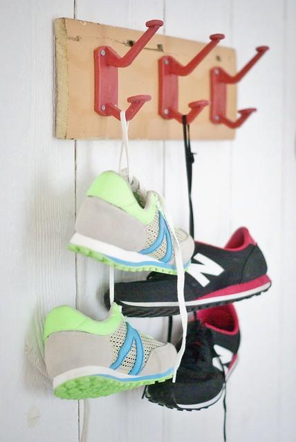 sneakers peg