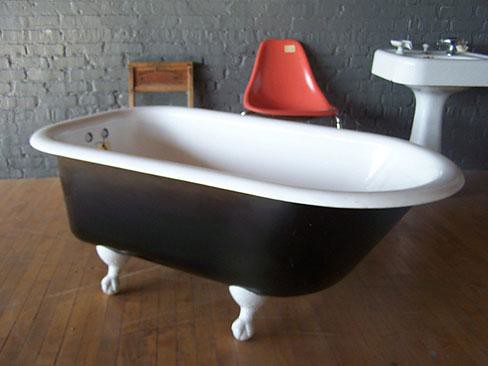 Clawfoot tub sidelined by color choices old town home - Painted clawfoot tub exterior pict ...