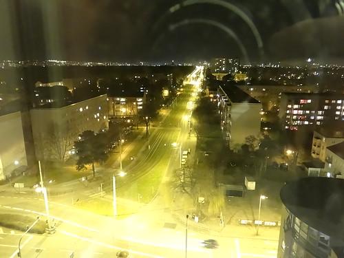In der Nacht, aus den Kratern bis zu der Sternen die stille Stadt, die den ew'gen Frieden hat, deren düstere Gemächer sanft sich bauen grüne Dächer 0217