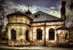 Sieht aus wie eine Bauruine, ist aber keine. Das Aussehen der Magdalenenklause im Nymphenburger Park München ist so vom Bauherrn voll beabsichtigt gewesen.