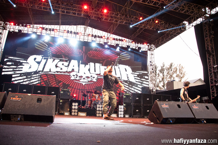 "Siksa Kubur Live at Bandung Berisik 2013 ""Versus The World"" Photo by Achmad Hafiyyan Faza"