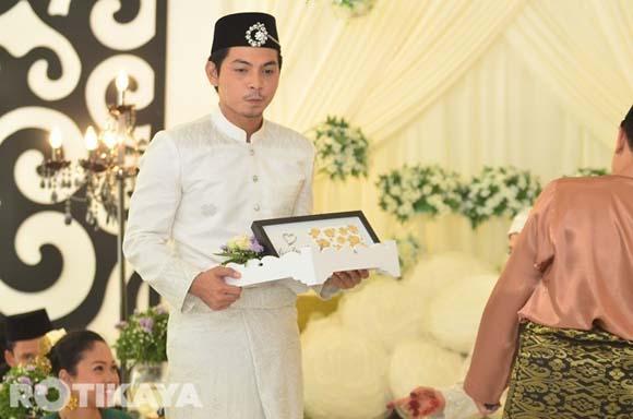 8922520119 ae8fe580ec o Gambar Perkahwinan Izzue Islam dan Awin Nurin