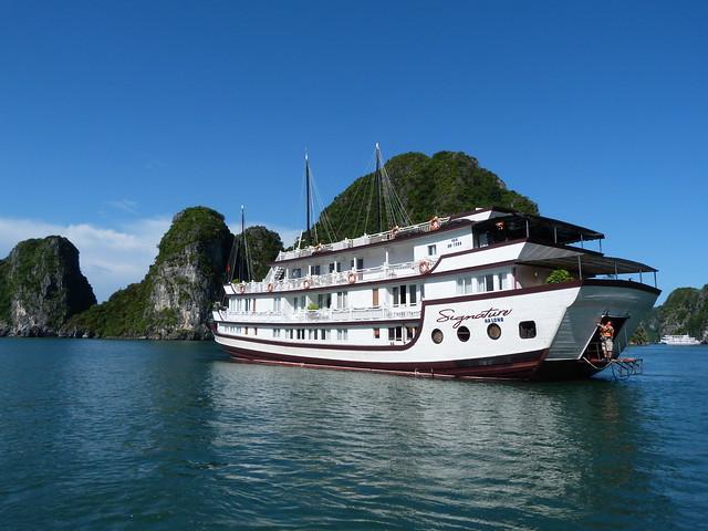Barco de Signature Cruises con el que hicimos el crucero por la Bahía de Halong (Vietnam)