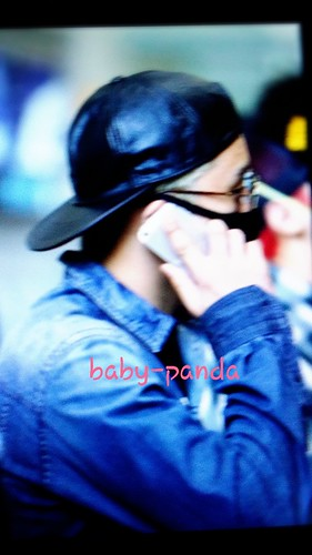 Big Bang - Beijing Airport - 05jun2015 - Seung Ri - Baby Panda - 03