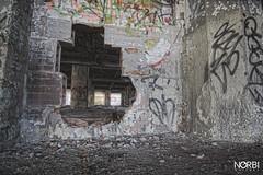 URBEX Montreal: Omnipac/dep - HDR - Through the cracks