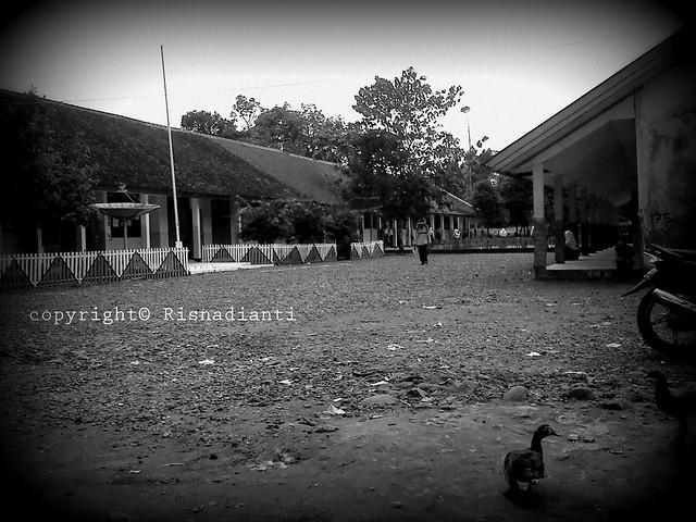 Suasana sebuah SMP di Gunung Keramat