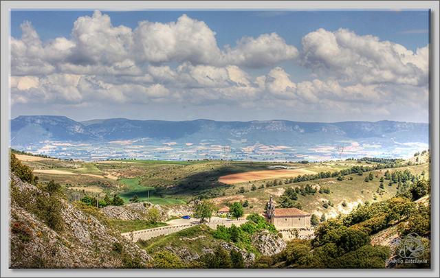 1 Santuario de Santa Casilda con los Montes Obarenes al fondo 2