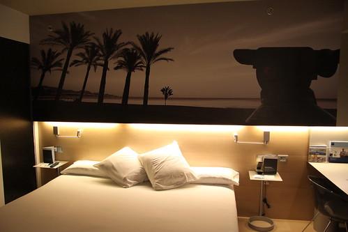 Habitación en el Hotel Barceló Málaga. De estilo vanguardista, se encuentra en el edificio de la estación de AVE María Zambrano