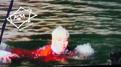Big Bang - SBS Running Man - 25may2015 - Seung Ri - Power Victory - 04