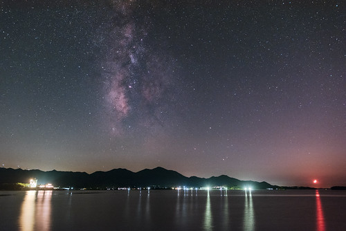 The Milky way culminated in Yuya bay and the young moon declined to the west.