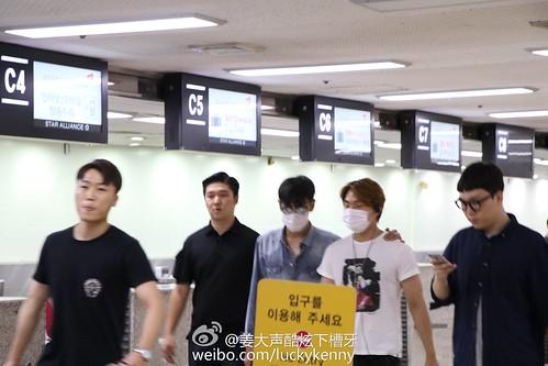 BIGBANG wout Seungri departure Seoul to Tokyo 2016-08-26 (38)