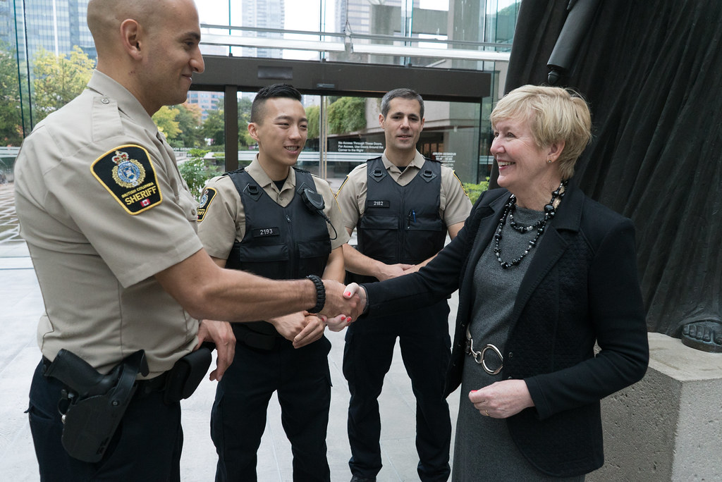 how to become an alberta peace officer