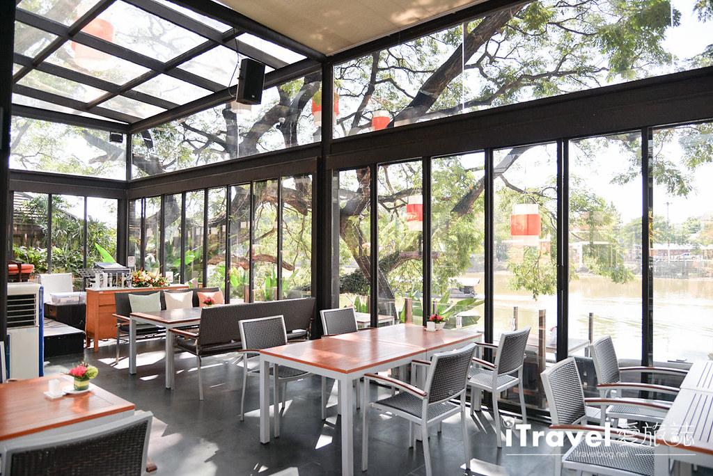 《清迈美食餐厅》Deck 1 Restaurant河岸餐厅,适合在此度过水灯节浪漫夜晚。