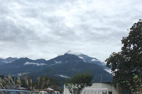 南アルプス甲斐駒ケ岳が見える所にいます。