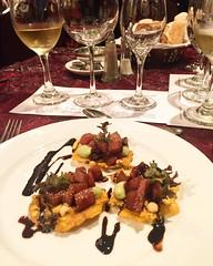 Llegó la hora del #sibarita! Atún y maridaje de vinos con un sommelier espectacular y una compañía fenomenal! #foodie #foodlover #wine #winetasting