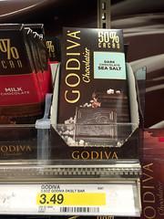 GODIVA 這一片海鹽巧克力在美國 TARGET 只賣一百初台幣,但在台灣卻要賣四百台幣!