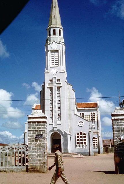 Vietnam 1965 - Photo by Ted Yates - Church near An Khe - Photo by Ted Yates - Nhà thờ Qui Nhơn
