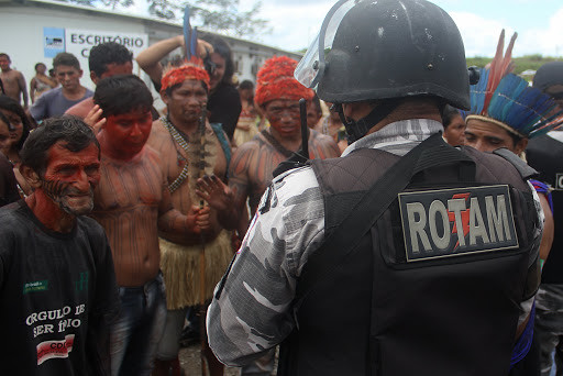 Military police confronts protestors at Belo Monte Dam