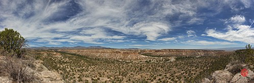 panorama cliff mountains newmexico canon flow volcano ruins plateau pano ash paintshoppro volcanic mesa nationalmonument cliffdwelling bandelier losalamos topaz tuff hugin vallescaldera bandeliernationalmonument pyroclastic tsankawi 550d ancientpuebloan pajaritoplateau t2i jemezmoutains