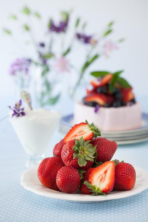 Yogurt Strawbbery Cake 2