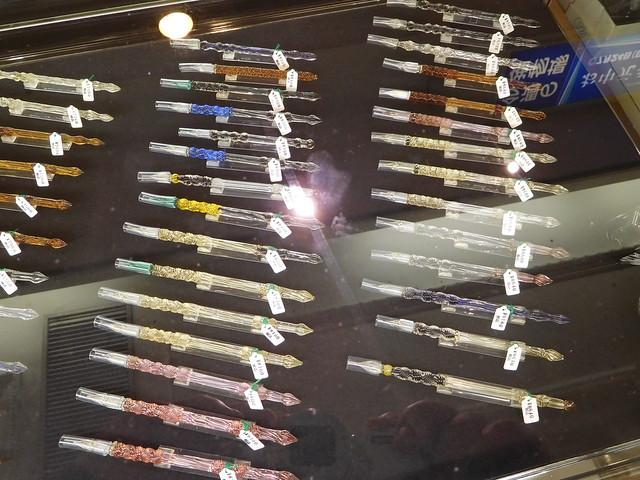 ショーケースに並んだガラスペン