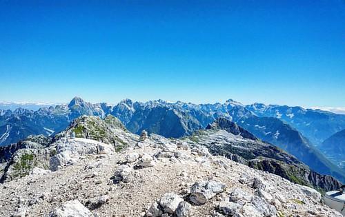 20160825 Il Mangart a sinistra e i monti del parco nazionale del Tricorno #loves_friuliveneziagiulia #montagna #mountains #montagne #ig_friuli_vg #igers_friuliveneziagiulia #ig_friuliveneziagiulia #friuliveneziagiulia #openair #alpinismo #sentiero #landsc