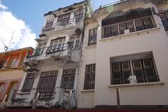 月, 2016-07-18 10:54 - キューバみたいに朽ち落ちてる建物