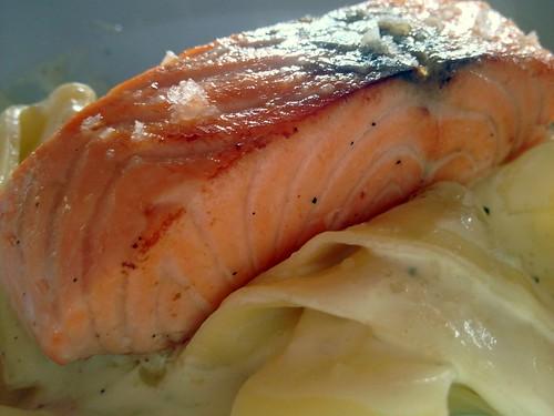 Pappardelle mit Lachstranche und Limetten-Sahne-Sauce