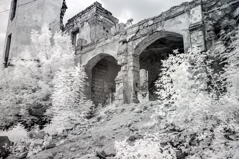 Развалины усадьбы графини Монжене