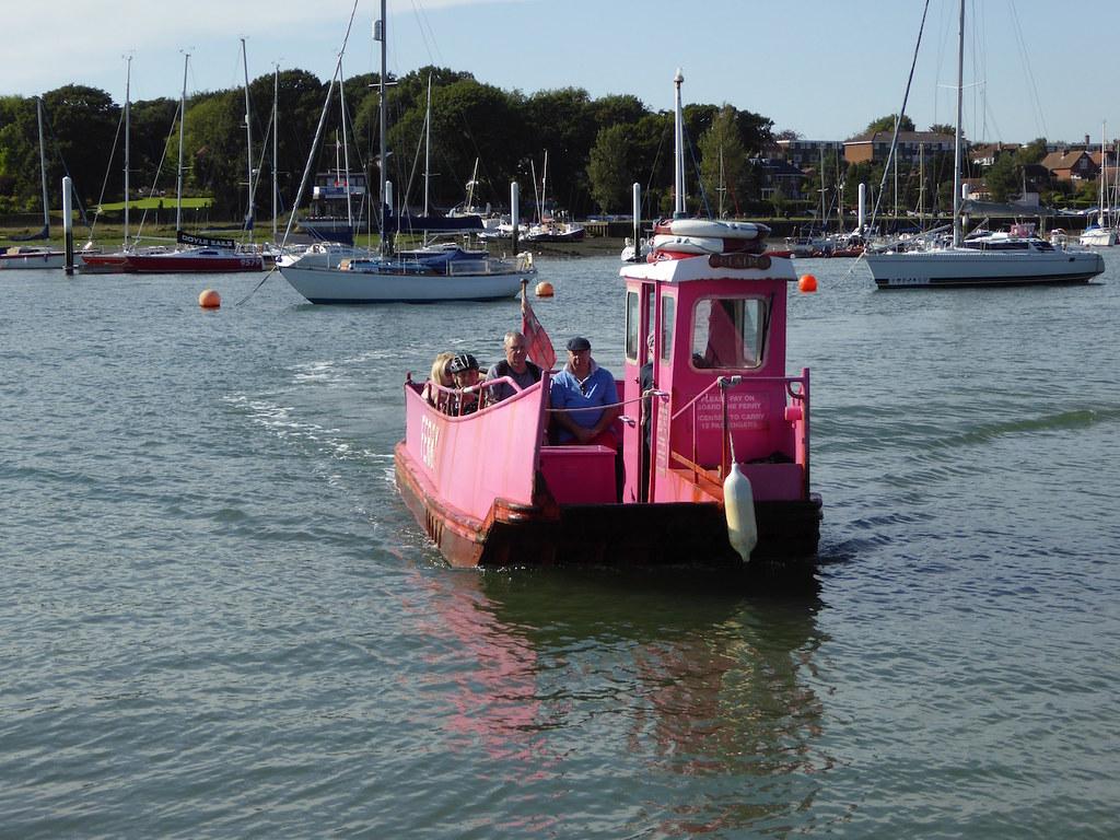 Hamble ferry Botley to Netley walk