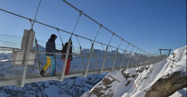 Engelberg: freeride, lanový most i ledovcová jeskyně